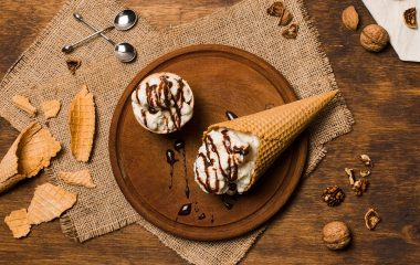 Συνταγή για το πιο απολαυστικό σπιτικό παγωτό! Το καλοκαίρι έχει μπει για τα καλά, και μαζί του έφερε τις καθιερωμένες καυτές ημέρες, που μας κάνουν να λαχταράμε συνεχώς ένα δροσερό παγωτό! Όμως, τα παγωτά του ψυγείου ναι μεν έχουν ποικιλία, αλλά δε μπορούν να συγκριθούν με το χειροποίητο αριστούργημα που μπορεί ο καθένας να φτιάξει […]